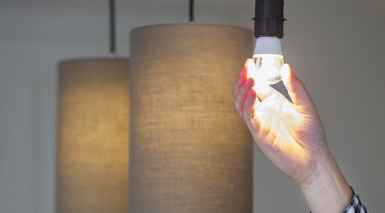 Hvordan spare strøm uten å gjøre store investeringer